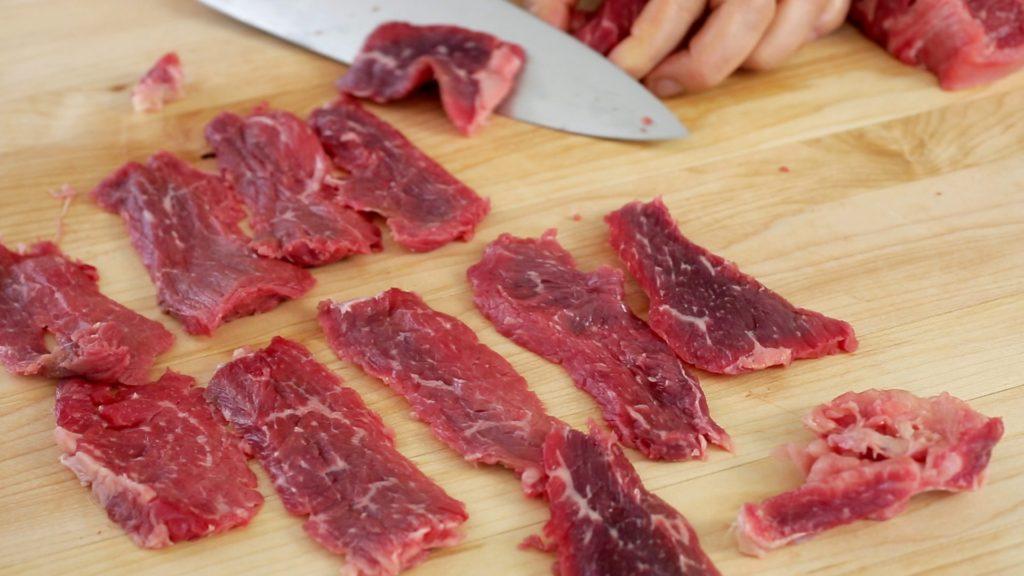 gambar memotong daging yang benar