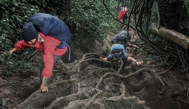 Ketahui lokasi pendakian dan bagaimana jalur pendakiannya travelingyuk.com