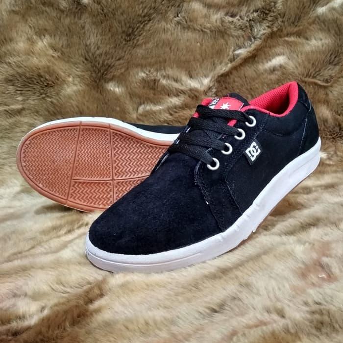 Merk sepatu sekolah DC tokopedia.com