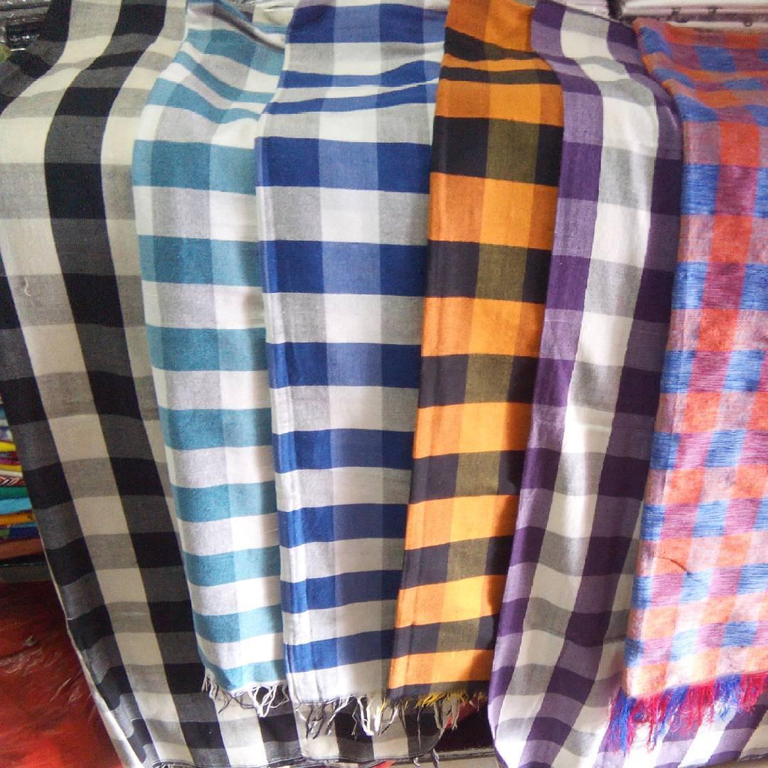 Motif sarung tenun poleng khas Bali travelingyuk.com
