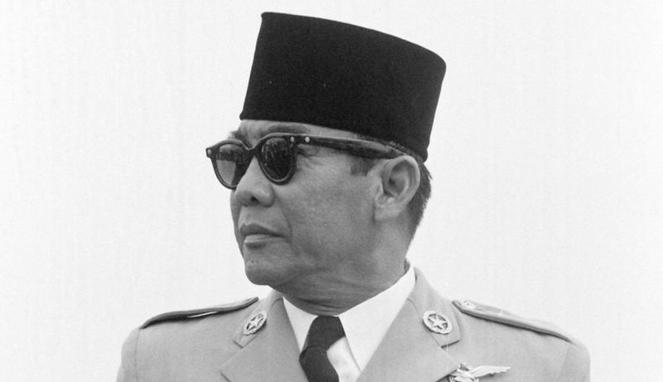 Peci atau Kopiah selalu digunakan presiden pertama Soekarno boombastis.com