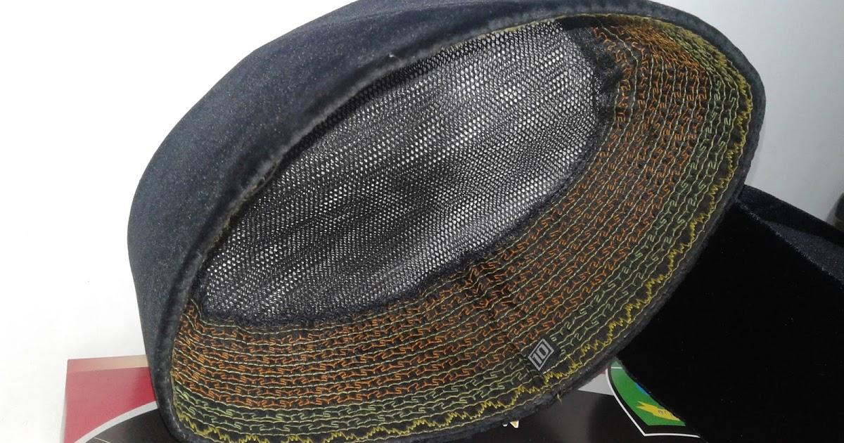 Perhatikan pinggiran songkok distronura.blogspot.com