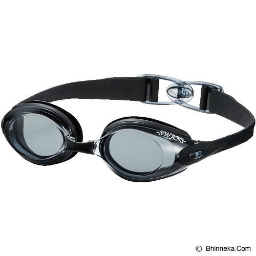 Pilih lensa kacamata renang yang tidak mengganggu penglihatan bhinneka.com