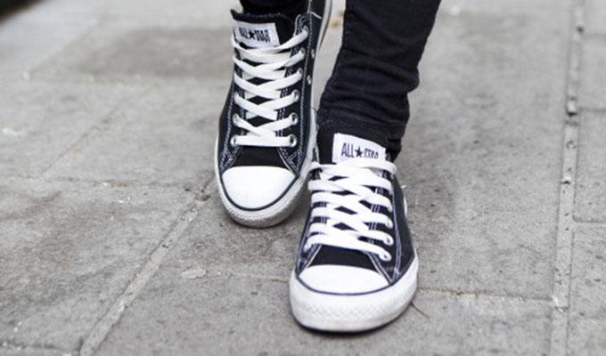 Sepatu canvas Converse salah satu sepatu berbahan ringan kincir.com