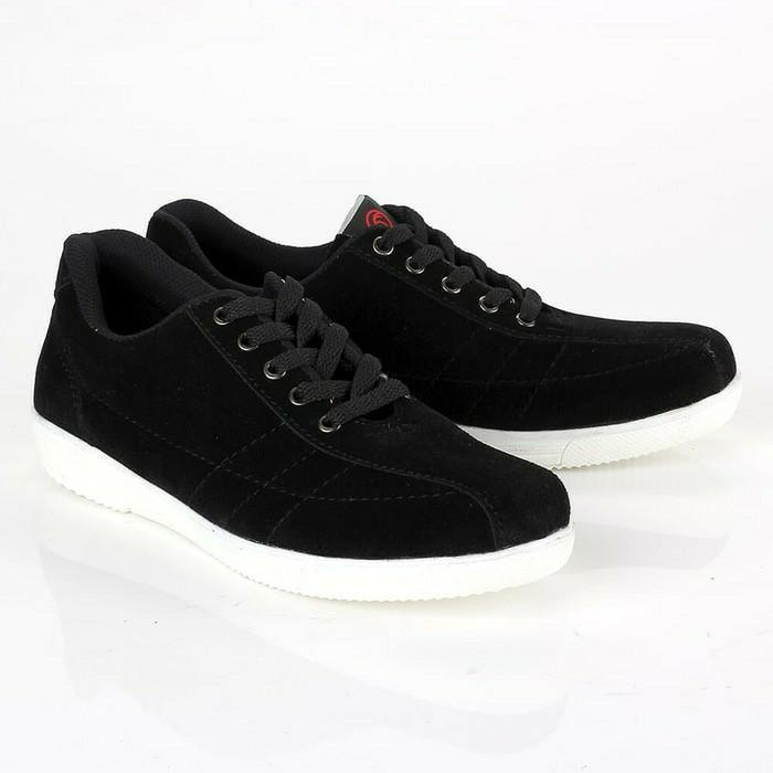 Sepatu hitam untuk keadaan sekolah yang becek tokopedia.com