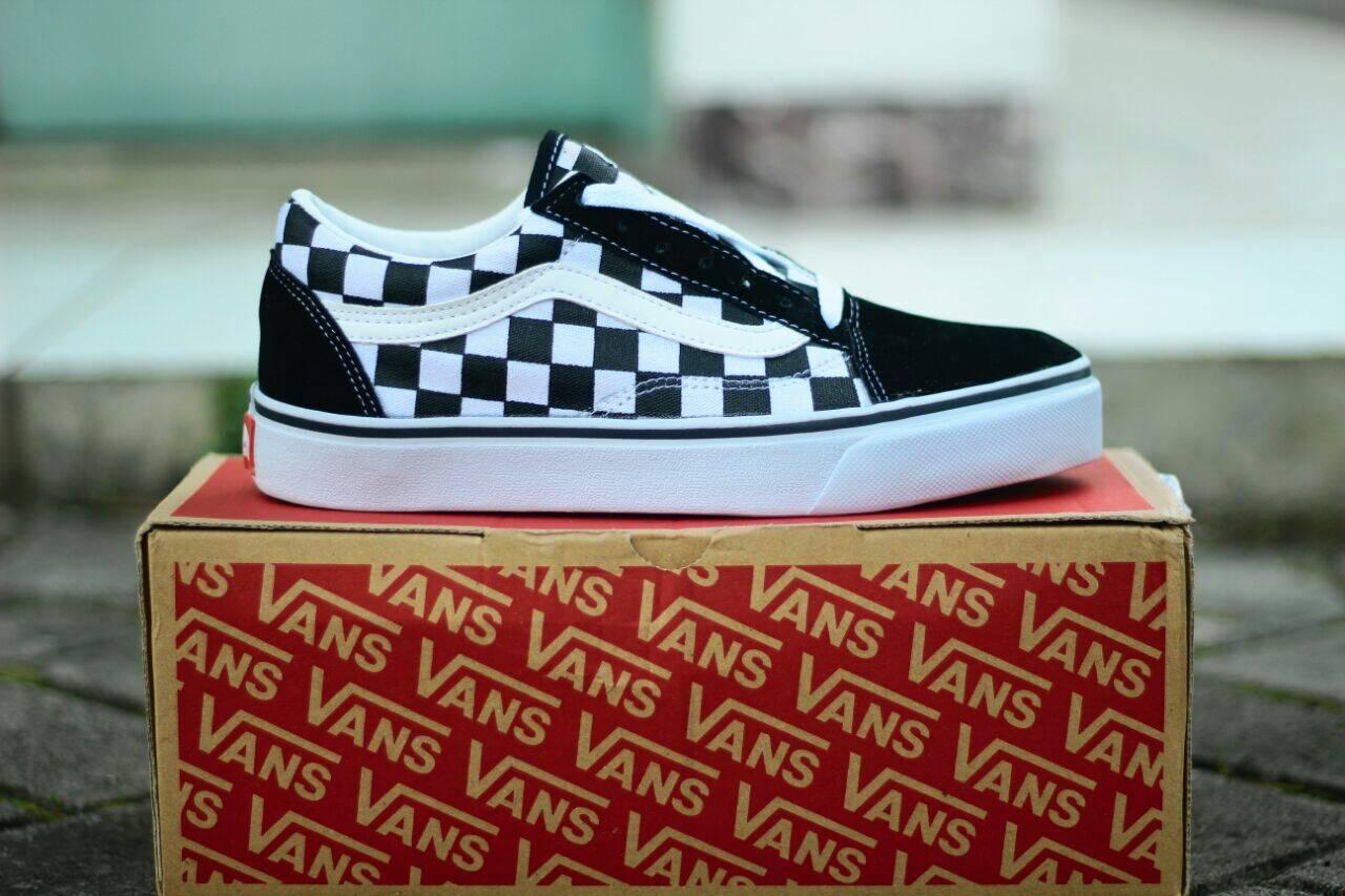 Sepatu sekolah merk Vans lazada.com