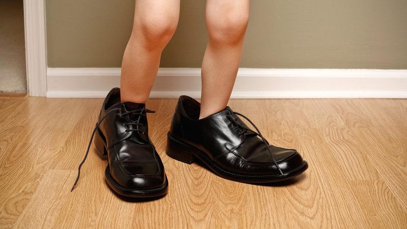 Sesuaikan ukuran kaki anak dengan ukuran sepatu npr.org