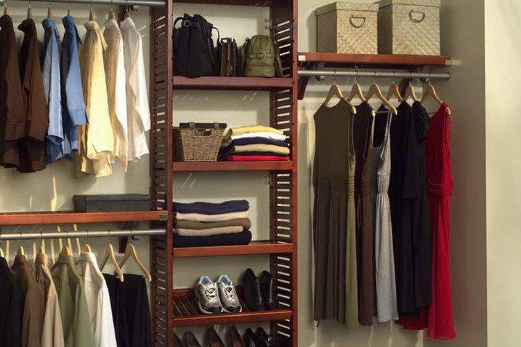 miliki lebih dari satu seragam sekolah di dalam lemari parentingdream.co .id